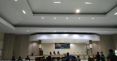Riuh – Suasana saat Debat Tertutup Calon Dewan Perwakilan Mahasiswa Universitas Brawijaya dan Calon Presiden Universitas Brawijaya. (sumber:@pemiraub15)