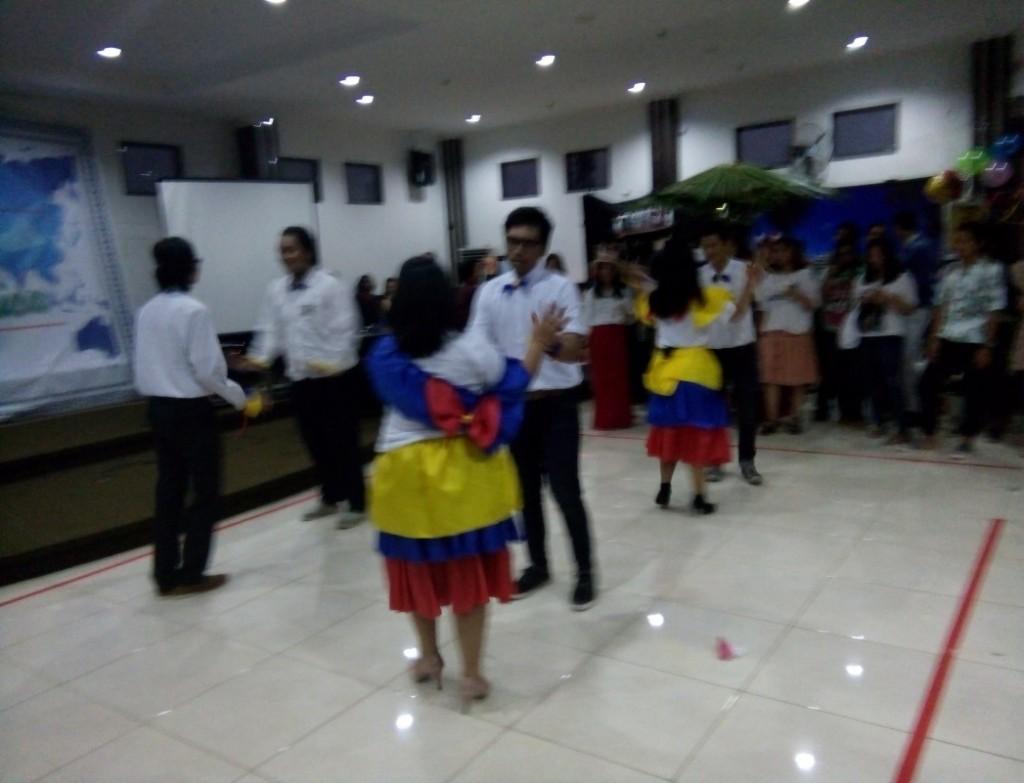 Berdansa -  Salah satu penampilan dari negara Venezuela dalam Amerika Latin Expo 2016 pada Sabtu (9/1). (Perspektif/Asido )