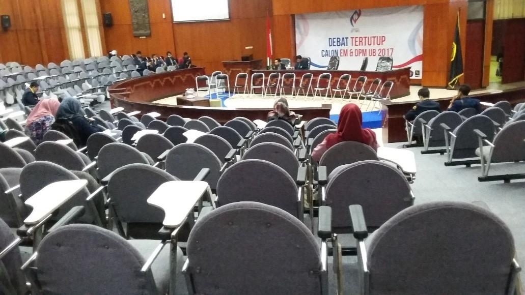SEPI – Banyak kursi tidak terisi selama debat tertutup PEMIRA UB 2016 (16/11).